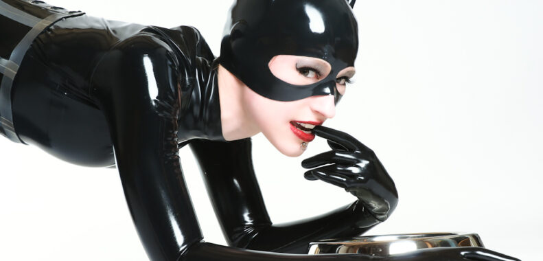 Latex catwoman with rubbery gloves